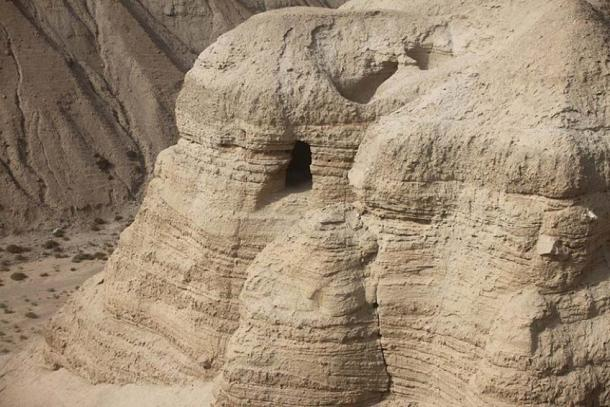 The cave of Qumran place of the dead Sea Scrolls where found. (CC BY-SA 3.0)