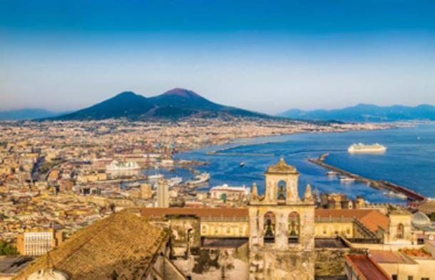 The coast of Naples (Pompeii) with Mount Vesuvius at sunset. (JFL Photography / Adobe Stock)