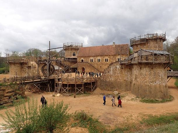 The construction of Guédelon Castle construction site in 2017. (CC BY SA 2.0)