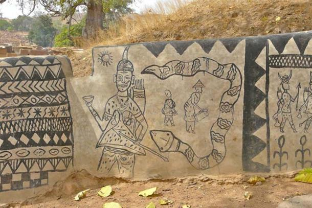 The designs painted on the walls of Tiébélé are carefully chosen and vary.