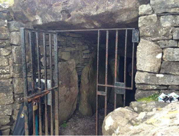 The entrance to Cairn T. © LPOBryan