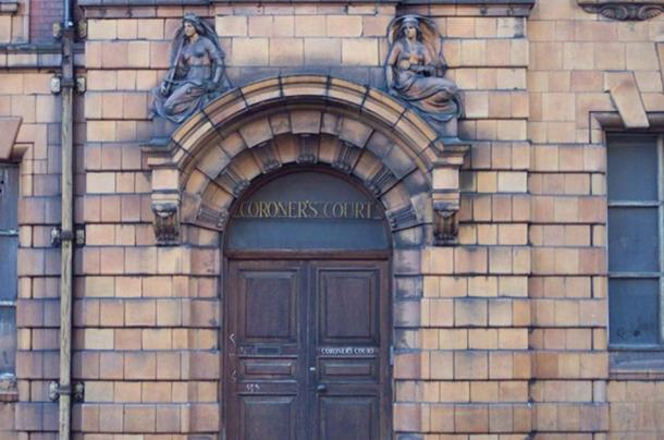 The entrance to the Coroner's Court at London Road Fire Station. (Pit-yacker/CC BY SA 3.0)