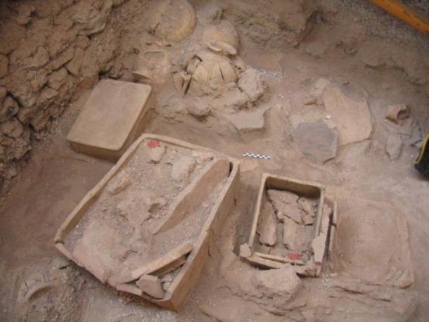 The excavators found small rectangular clay shrines with relics. (Hellenic Ministry of Culture/ Cyclades Ephorate)