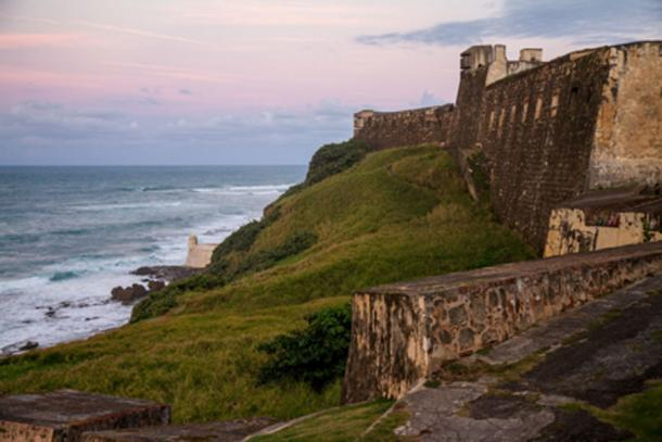 The fortification of San Cristobel's immense walls (Labar / CC BY-NC 2.0)