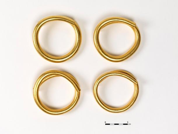 The four gold artifacts with measurement guide. (© National Museum of Ireland)