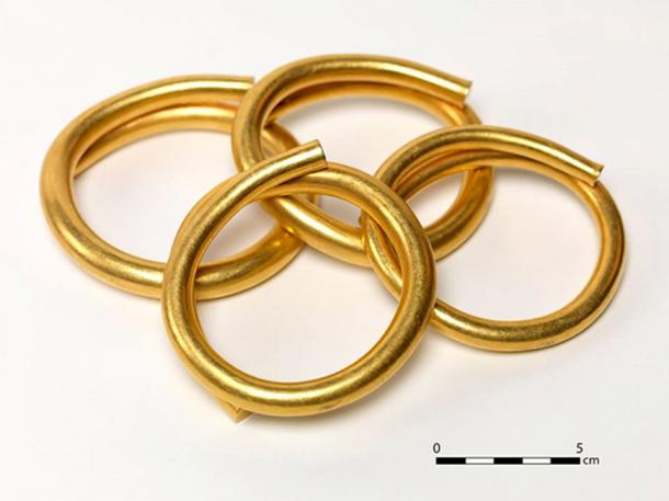 The four gold artifacts have diameters of almost 10 cm (4 inches). (© National Museum of Ireland)