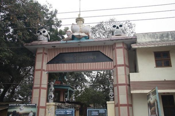 The gates of the Baba Keenaram Sthal, Varanasi, India.
