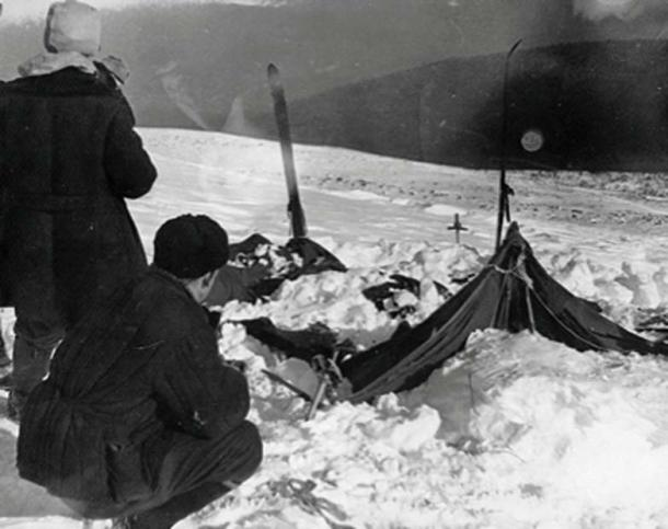 The group's tent was found abandoned in the snow, cut open from the inside. (Dominikmatus / Public Domain)