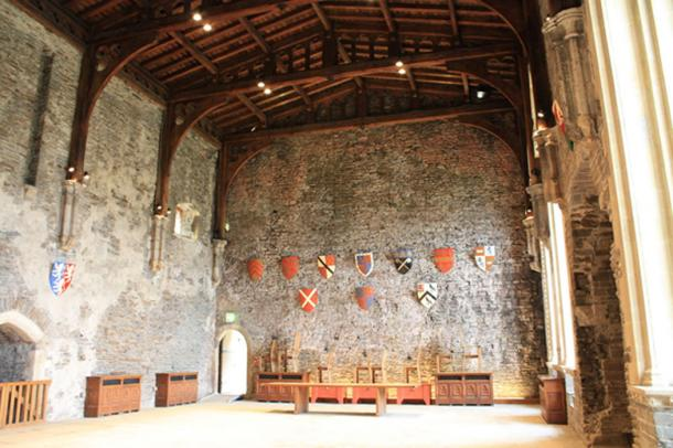 The interior of the Caerphilly Castle (CC BY-SA 2.0)