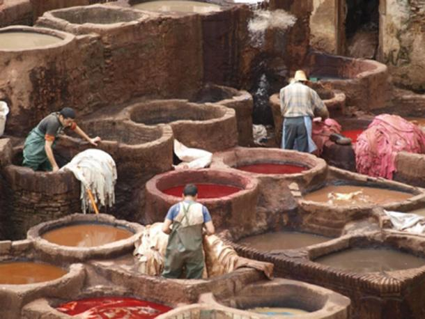 The leather tanners of Fez today still carry out their work completely by hand. (CC0)