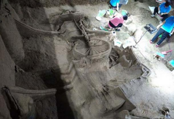 The luxury chariot was uncovered in Zheng State No. 3 pit in Xinzheng city, Central China's Henan province, on July 12. [Photo credit: VCG]