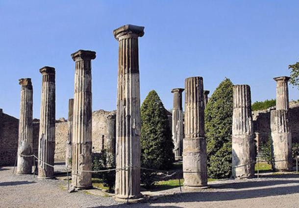 The peristyle of the House of Gnaeus Alleius Nigidius Maius (also known as The House of Pansa) in the ruined city of Pompeii. (Wildmountainscene/CC BY SA 3.0)