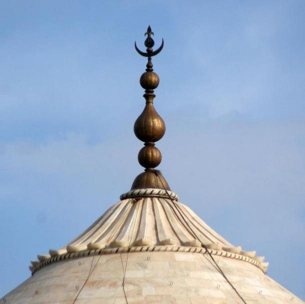 The pinnacle of the Taj Mahal, described by some as a finial of the Mughal Empire.