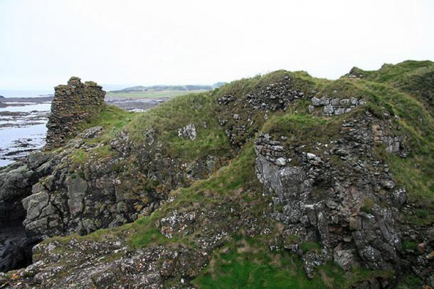 The remains of Turnberry Castle. (CC BY-SA 2.0)