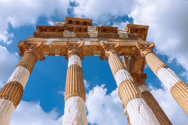 The remains of the Corinthian columns in Brescia (Artem /Adobe Stock)