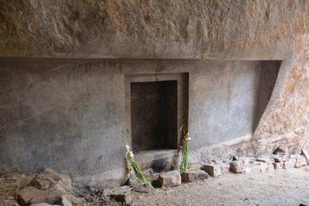 The rock-cut doorway at Ñaupa Waka. (Munay Medicine)