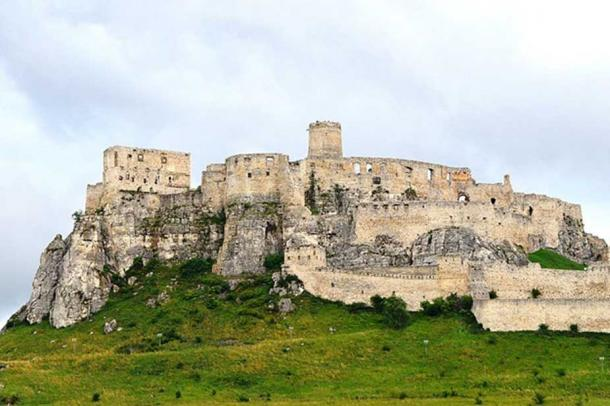The ruins of Spiš Castle (Spišský hrad) in eastern Slovakia form one of the largest castle sites in Central Europe. (CC BY-SA 4.0)