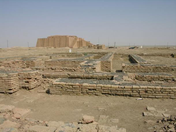 The ruins of Ur, with the Ziggurat of Ur visible in the background. (M.Lubinski / CC BY-SA 2.0)