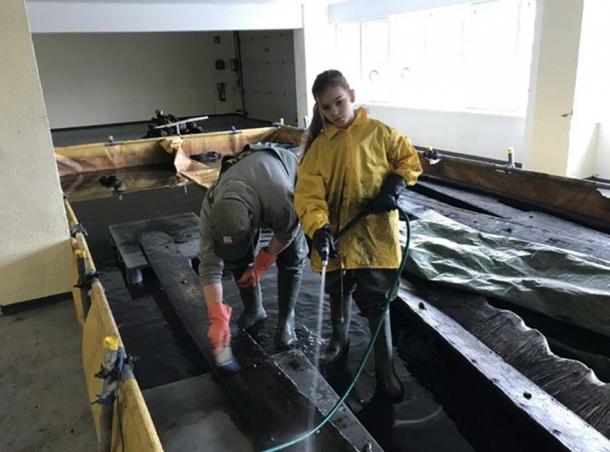 The scanning of the Viking shipwreck took place in a Schwerin warehouse. (Landesamt für Kultur und Denkmalpflege Mecklenburg-Vorpommern)