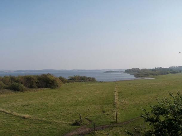 The settlement of Tissø, which was rich and may have been the seat of a Viking monarch, was near this large lake, which is connected to the sea by a river.