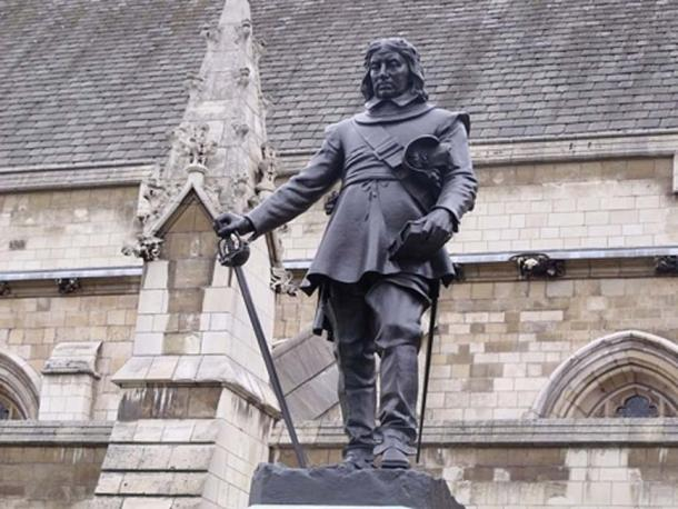 The statue of Oliver Cromwell in question is in front of Westminster Hall. (CC BY 2.0)