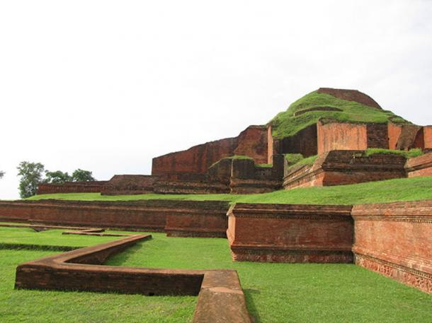 The terraces of Somapura Mahavihara (CC BY 2.0)