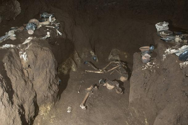 The tomb contained the remains of four people, three men and a woman, who were most likely related. (La Repubblica)