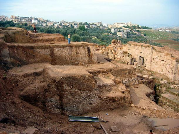 The tomb was found in Beit Ras, on the outskirts of Irdid, Jordan. Here Capitolias theater at the archaeological dig site outside the town, with Beit Ras in the background. (CC BY-SA 4.0)