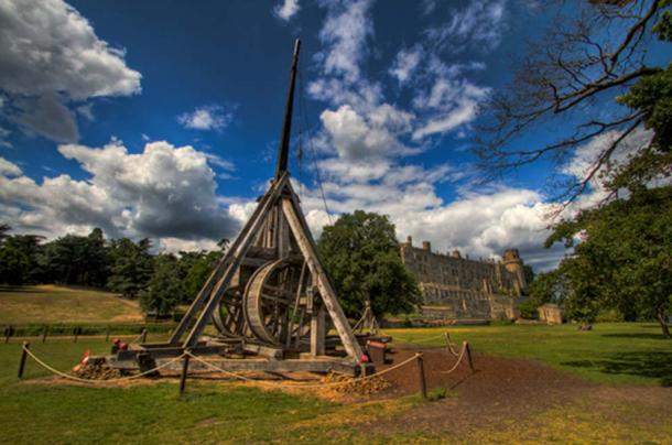 The trebuchet at Warwick Castle. (CC BY-SA 2.0)