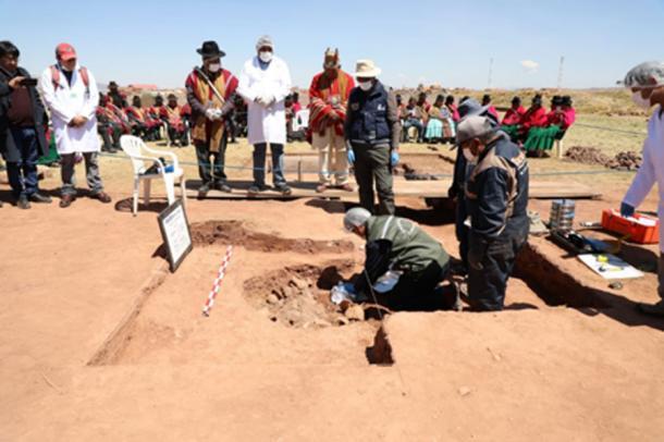 The vessels were buried inside the ruins of the Kalasasaya temple. (Ministerio de Culturas y Turismo de Bolivia / Facebook)