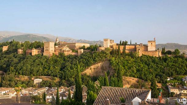 The whole Alhambra, as seen from the mirador San Nicolas, Granada, Spain. (CC0)
