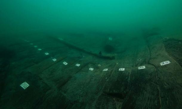 The wooden hull of new Egyptian ship that marine archaeologists found. (Christoph Gerigk/Franck Goddio / Hilti Foundation)
