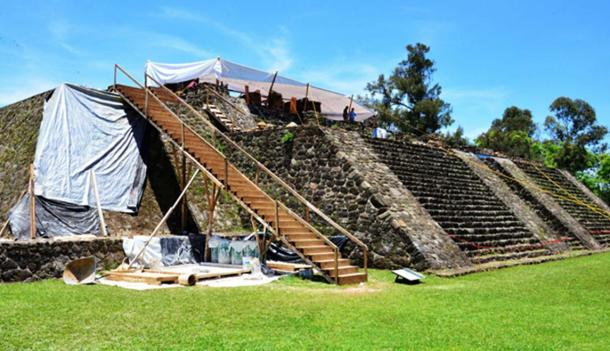 The worst damage is at the top of the pyramid. (Melitón Tapia/INAH)