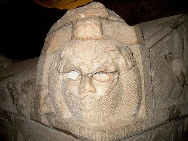 Theatrical Mask on a Sarcophagus at Pécs (Casaba P /CC BY 4.0)