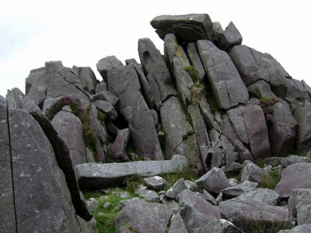 These dolerite slabs, split by frost action, seem to be stacked ready for the taking and many have been removed over the centuries for use. (ceridwen / CC BY-SA 2.0)