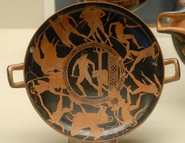 Theseus' cycle of deeds: centre, Minotaur; around, clockwise from top, Kerkyon, Prokrustes, Skiron, bull, Sinis, sow. Attic red-figured kylix, ca. 440-430 BC. From Vulci. (Twospoonfuls/CC BY SA 4.0)