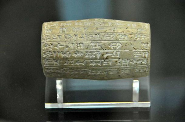 This small terracotta cylinder records the work on the walls of the city of Babylon by the king Nabopolassar. From Babylon, Mesopotamia, Iraq. Neo-Babylonian period, 625-605 BC. The British Museum, London. (Osama Shukir Muhammed Amin FRCP(Glasg)/CC BY SA 4.0)