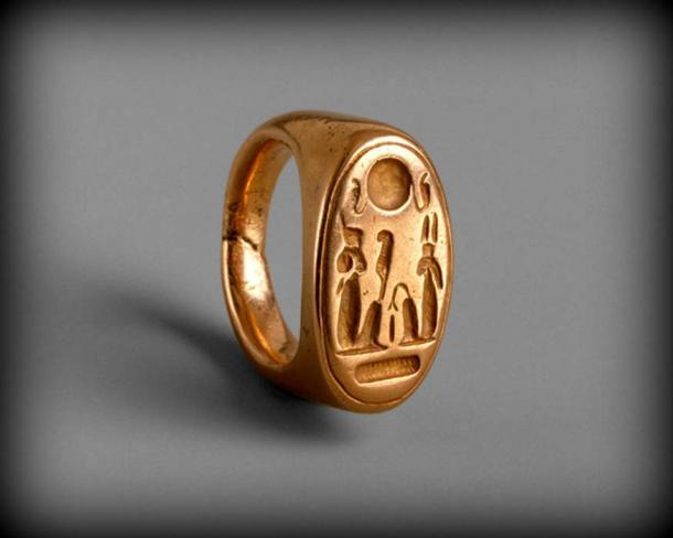 This solid gold ring was found at Amarna. The hieroglyphs may be read as an ideogram; with the two seated figures - Akhenaten (left) and Nefertiti (right) - as the deities Shu (air as indicated by the feather he holds) and Tefnut (moisture). Metropolitan Museum of Art, New York.