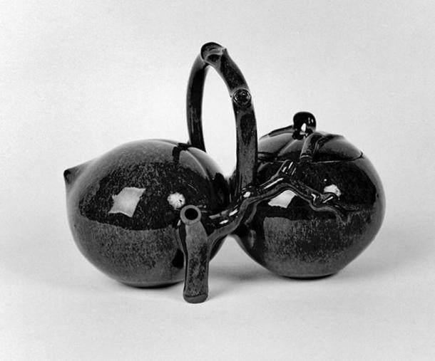 This teapot is an example of Yixing [I-hsing] ware and is glazed with a blue-brown transmutation. Peaches of immortality, which ripen only once in a thousand years, grow in the garden of the queen mother of the West, according to Taoist cosmology. The peach stands for long life. (Public Domain)