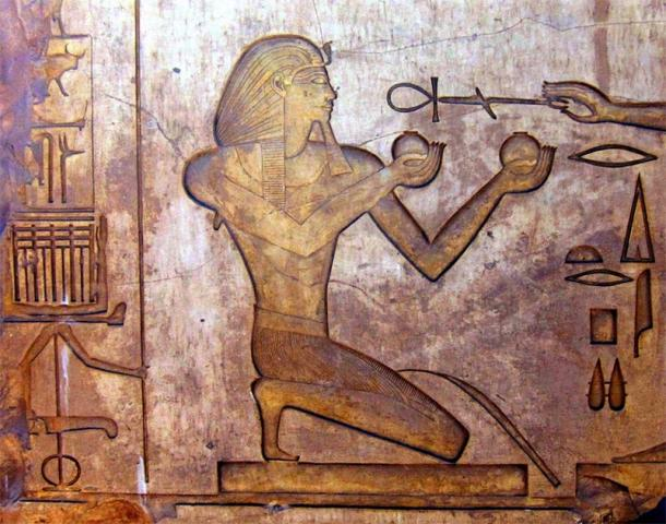 Relief of Thutmose II in Karnak Temple complex, Egypt. (Public domain)