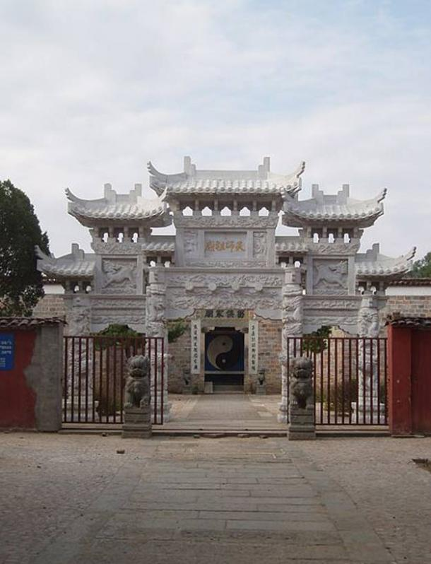 The Tianshifu Gate of the Celestial Master Temple at Mount Longhu.