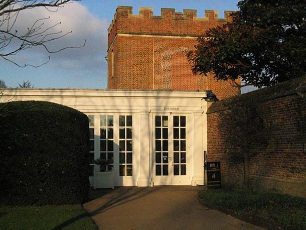 The remaining Tiltyard Tower at Hampton Court Palace, sitting behind what is now a café