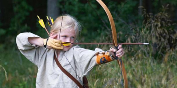 Time Travel: It is uncertain whether young girls got training in the use of weapons, but it is not unlikely. (Image: NRK Super)