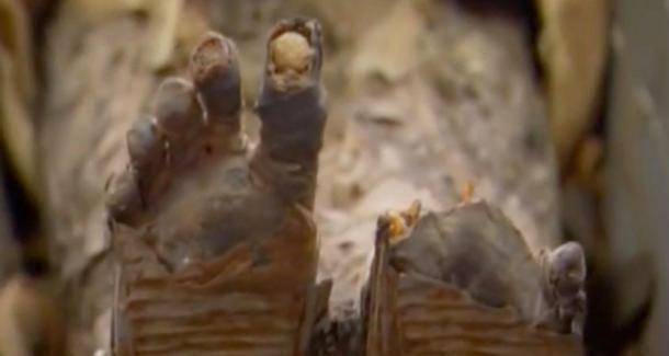Tjuyu's feet were remarkably preserved. (YouTube Screenshot)
