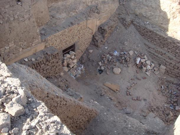 Tomb TT390