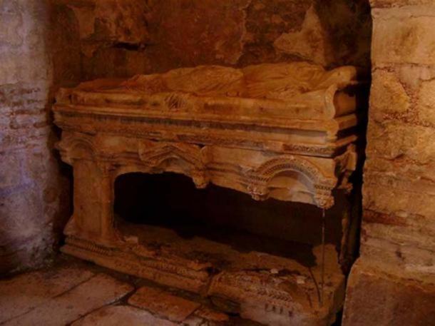 Tomb in Saint Nicholas Church, Demre. (CC BY SA 3.0)