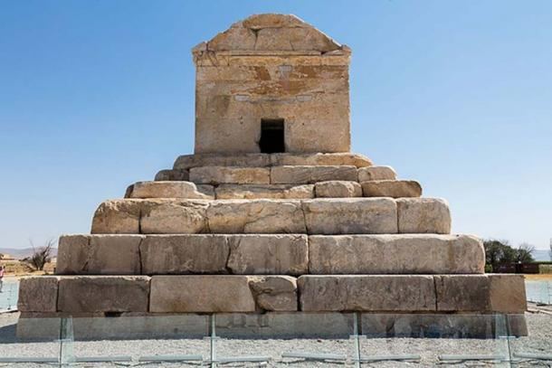 Tomb of Cyrus, stepped platform with room above