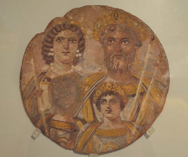 Tondo showing the Severan dynasty: Septimius Severus with Julia Domna, Caracalla and Geta, whose face has been erased, probably because of the damnatio memoriae put against him by Caracalla, from Djemila (Algeria), circa AD 199-200, Altes Museum, Berlin. (CC BY-SA 2.0)