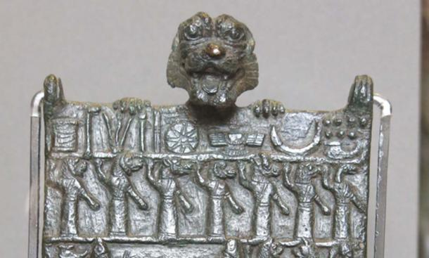Top row shows symbols of Sumerian deities, the second row depicts 7 gallu (ghouls). (Public Domain)