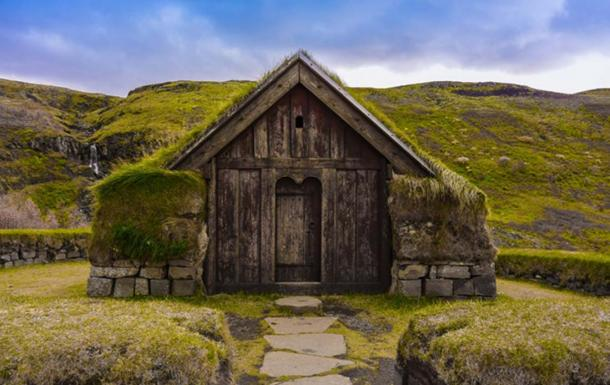 'Torfhaus' Grass roofed hut in Iceland. (Image: piviso.com)